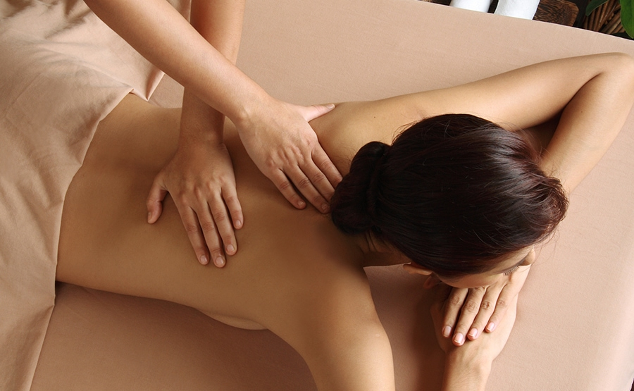 Relaxation massage: how it helps body & mind